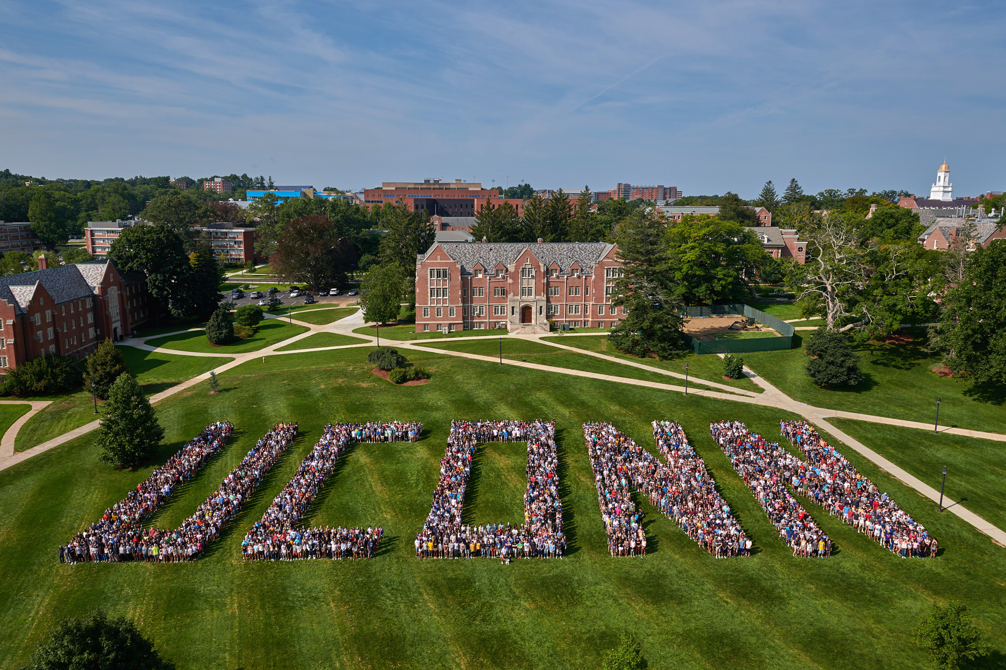 2018 class photo on the great lawn at UConn